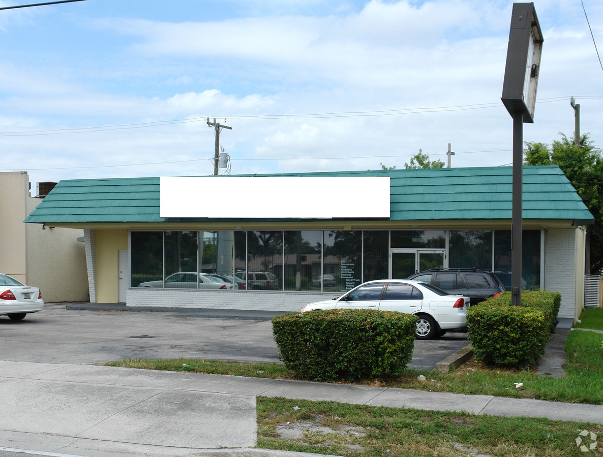 Free Standing Professional Office Building. Close To High Speed Carriers, Major Traffic Route (Over 36,000 Cars A Day). Close To Residential, Other Professional Offices, And Retail 5 Mins From Palmetto X Way, 8 Mins From Baptist Hospital, 10 Mins From Downtown Dadeland Residential And Shops. Own Rather Than Rent. Motivated Owner Will Review All Offers. Own Your Own Signature Building, Bullpen Work Area And Stations, Private Offices, Lunch Room, 3 Separate Bathrooms, Double Exit Doors, Dual A/C, Lots Of Storage, Front Area Parking 2 Side Parking Spaces And 4+ Stack In Rear. Tenant Mo/Mo, Do Not Disturb Tenant. Appointment Only. Owner Will Review All Offers, Your Offer May Be The One To Buy ....Call For More Details And For A Personal Viewing Opportunity