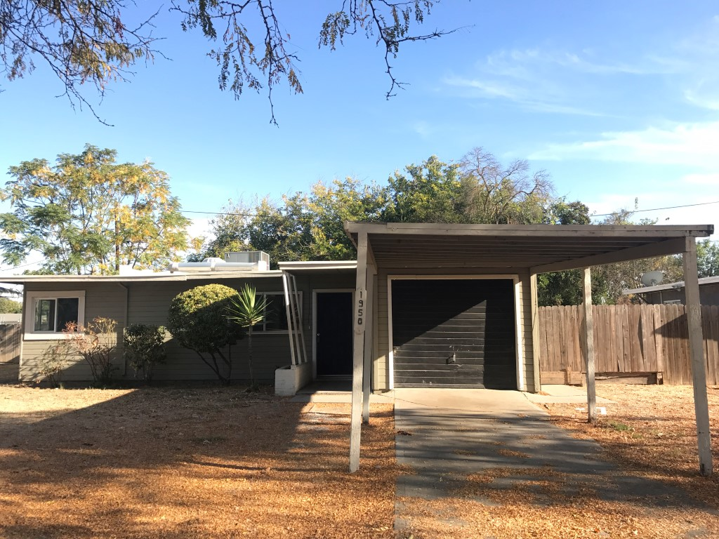 Rent $800 Deposit $800 1950 Glen ( W Olive Ave, Right on G St, Left on E 21st, Right on Glen) 907 Sq ft, living room with fireplace, kitchen, landscaped front and back,laundry hook ups, attached one car garage. 6 MONTH LEASE  Term:   1 year To obtain a credit application, click on APPLICATION Tab Above.  Credit Check required = $20 processing fee per applicant (Payable by cashiers' check or money order) All tenants are required to obtain renters insurance of at least 50K prior to signing lease. FOR MORE INFORMATION – CALL GONELLA PROPERTY MANAGEMENT AT (209)383-6277!  Gonella Realty Inc. DBA Gonella Property Management CalBRE#01103054
